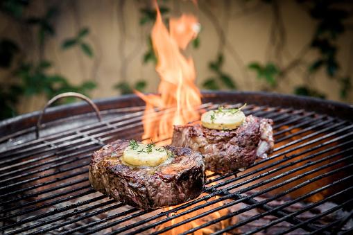 Barbecue Grill「Rump Steaks on the open fire」:スマホ壁紙(16)