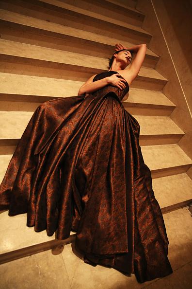 Strapless Evening Gown「Zac Posen - Backstage - Fall 2013 Mercedes-Benz Fashion Week」:写真・画像(10)[壁紙.com]