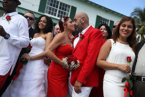 West Palm Beach「Mass Wedding Ceremony Held For 40 Couples In West Palm Beach」:写真・画像(17)[壁紙.com]