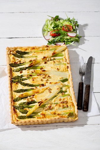 Pine Nut「Asparagus tart, cutlery and lettuce dish on white wood」:スマホ壁紙(14)