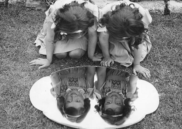 Childhood「Twin Girls」:写真・画像(16)[壁紙.com]