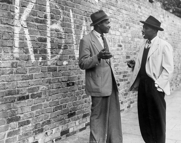Brick Wall「Talking In Street」:写真・画像(2)[壁紙.com]