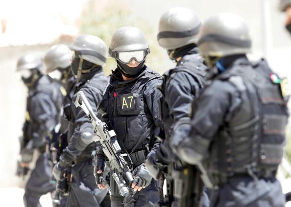 Security「Jordanian Anti-Terrorism Special Operations Unit Train」:写真・画像(2)[壁紙.com]