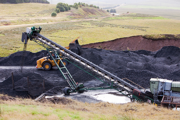 Risk「A conveyor belt that takes coal from the Glentaggart open cast coal mine to a road head for onward transport by road in Lanarkshire, Scotland, UK. As well as the disastrous climate change consequences of continuing to mine and burn coal, living close to」:写真・画像(10)[壁紙.com]