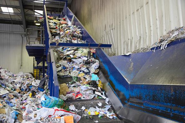 Belt「Conveyor belt taking recycling from dumping bay into sorting area」:写真・画像(19)[壁紙.com]