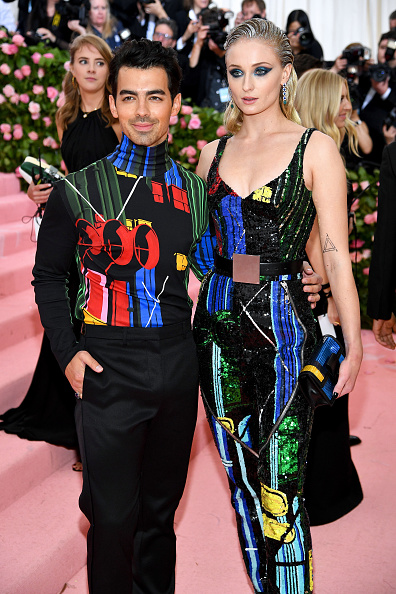 Multi Colored Purse「The 2019 Met Gala Celebrating Camp: Notes on Fashion - Arrivals」:写真・画像(7)[壁紙.com]