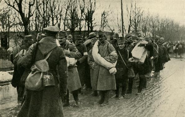 Surrendering「Austrian Prisoners」:写真・画像(0)[壁紙.com]