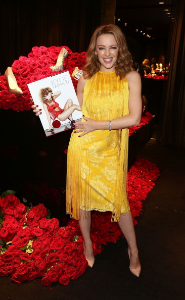 Yellow Dress「Kylie Minogue Launches Her New Book - Kylie/Fashion」:写真・画像(2)[壁紙.com]