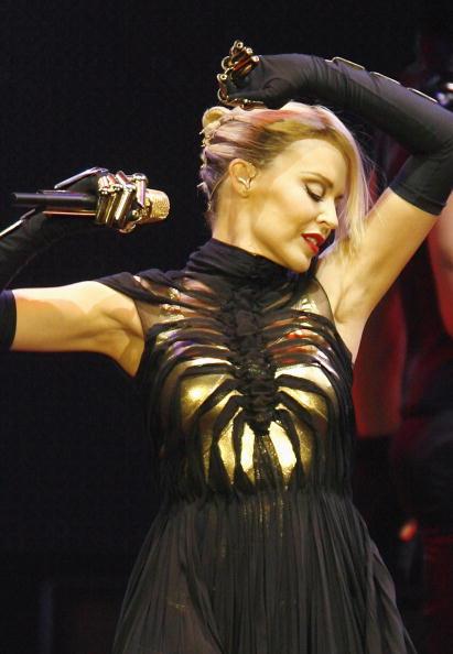 Bestof「Kylie Minogue Performs At The O2 Arena」:写真・画像(11)[壁紙.com]