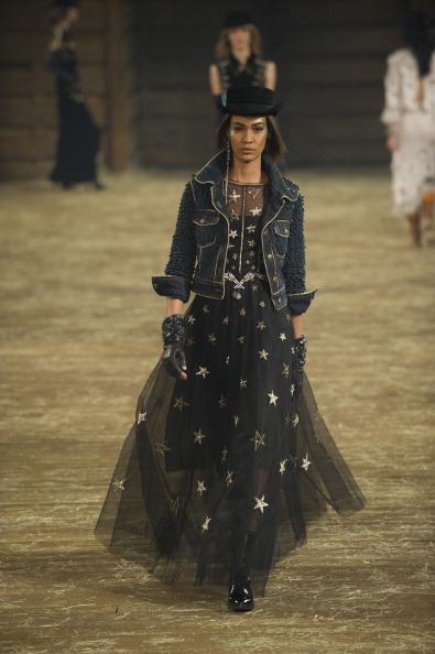 """Fingerless Glove「Chanel """"Metiers d'Art"""" Show」:写真・画像(17)[壁紙.com]"""