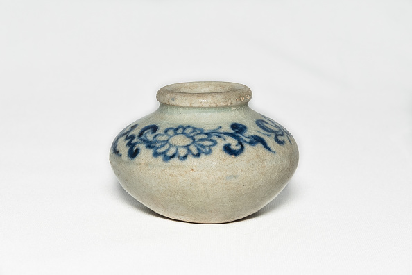 Glazed Food「Blue And White Jarlet With Floral Decoration 14th-15th Century」:写真・画像(3)[壁紙.com]