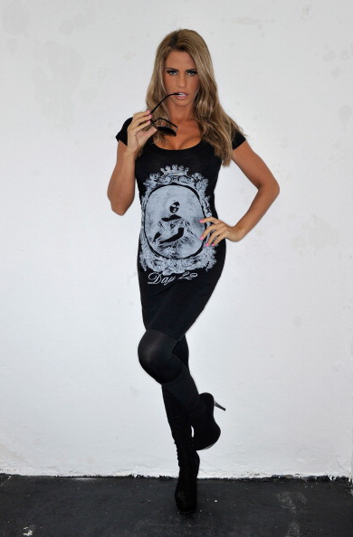 Hosiery「Katie Price Launches Her New Fashion Range - Day22」:写真・画像(16)[壁紙.com]