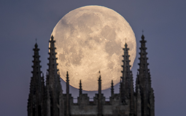 Bestpix「The January Blue Supermoon Is Visible In The UK」:写真・画像(9)[壁紙.com]