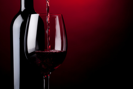 Red Background「Pouring red wine」:スマホ壁紙(3)