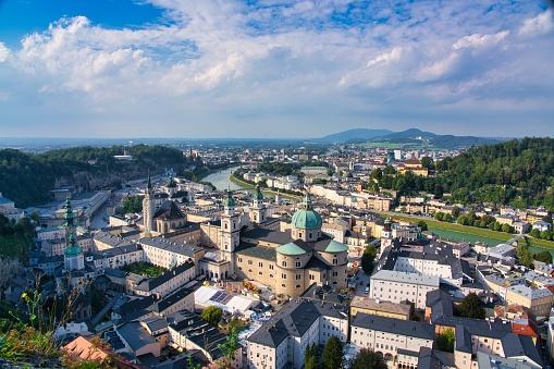 Music Festival「Historic city of Salzburg at sunset in summer, Austria」:スマホ壁紙(19)