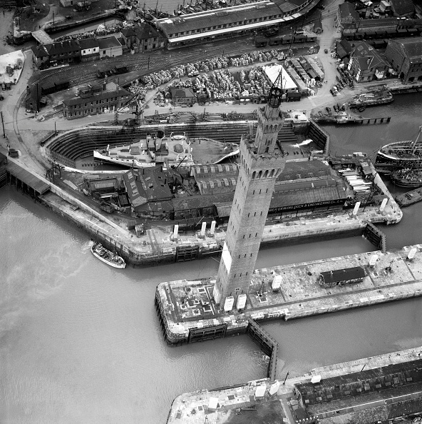 Passenger Craft「Grimsby Dock Tower, Lincolnshire, April 1950」:写真・画像(8)[壁紙.com]