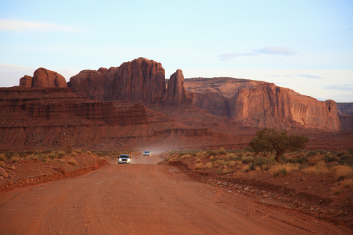 自然地理学「Road crossing Monument valley indian reservation」:スマホ壁紙(9)