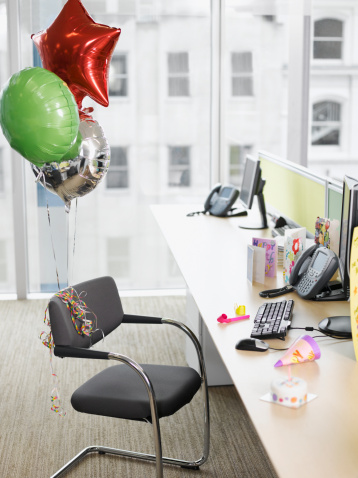 Birthday「Birthday balloons tied to office chair」:スマホ壁紙(16)