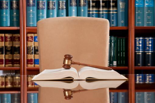 Legal System「Law Books And Gavel」:スマホ壁紙(16)