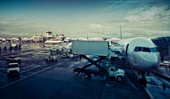 Passenger「airplane at the gate」:スマホ壁紙(6)