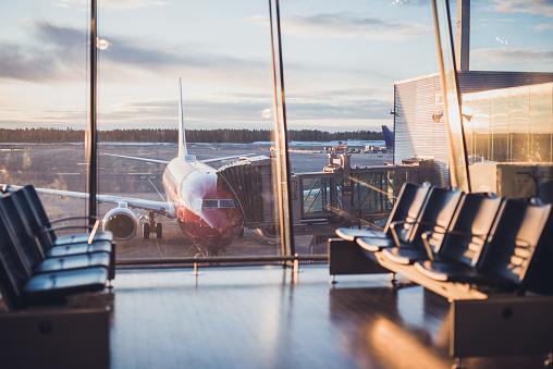 Airplane「Airplane at airport.」:スマホ壁紙(11)