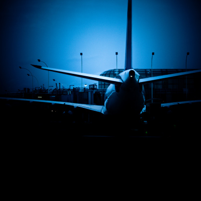 Passenger「airplane at the boarding gate」:スマホ壁紙(4)