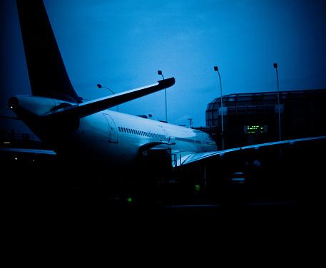 Passenger「airplane at the boarding gate」:スマホ壁紙(19)