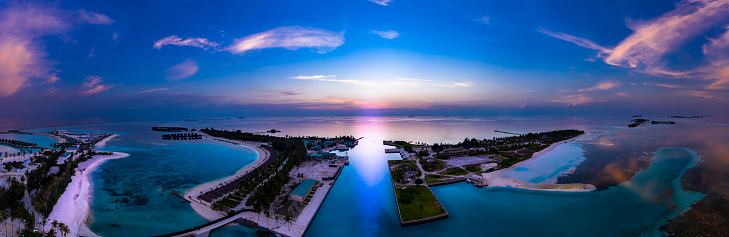South Male Atoll「Maldives, South Male Atoll, Maldives Olhuveli lagoon with beach bungalows at sunset」:スマホ壁紙(6)