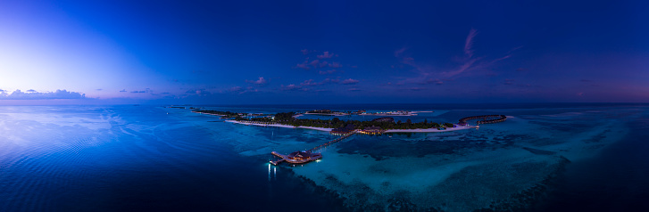 South Male Atoll「Maldives, South Male Atoll, Maldives Olhuveli lagoon with beach bungalows at sunset」:スマホ壁紙(8)