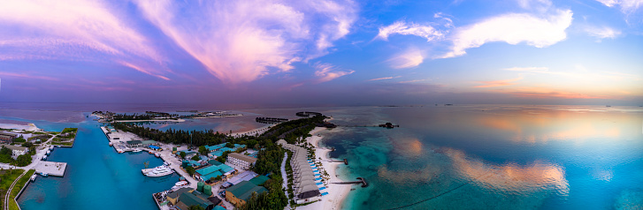 South Male Atoll「Maldives, South Male Atoll, Maldives Olhuveli lagoon with beach bungalows at sunset」:スマホ壁紙(7)