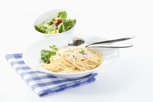 Sour Cream「Spaghetti in bowl on white background」:スマホ壁紙(10)