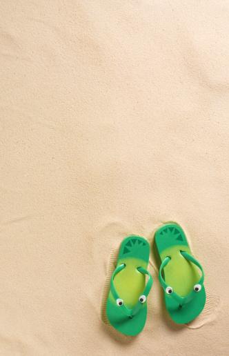 Flip-Flop「Kids flip-flops on beach」:スマホ壁紙(8)