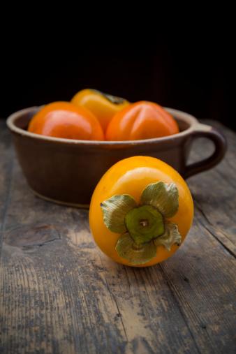 柿「Kaki fruits in ceramic pot」:スマホ壁紙(18)