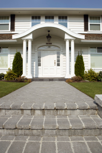 Footpath「Paved steps leading to porch and front door of suburban house」:スマホ壁紙(9)