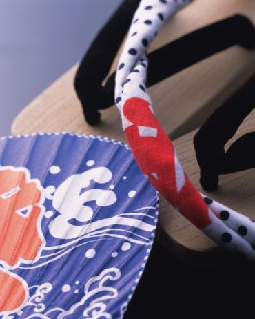 お祭り「Japanese sandals, Japanese fan and towel, high angle view, gray background」:スマホ壁紙(16)