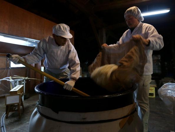 Sake「Inside Sake Brewery In Himeji」:写真・画像(2)[壁紙.com]