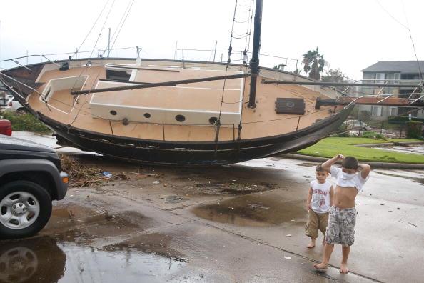 Hurricane Ike「Coastal Texas Faces Heavy Damage After Hurricane Ike」:写真・画像(5)[壁紙.com]