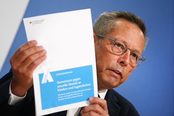 Sharpening「Government Commissioner On Child Abuse Presents Policy Report」:写真・画像(12)[壁紙.com]