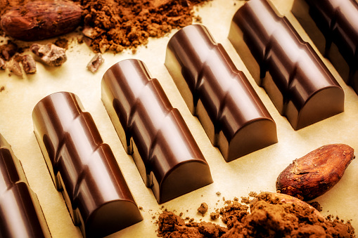 Milk Chocolate「Chocolate pieces with cocoa beans and powder」:スマホ壁紙(7)