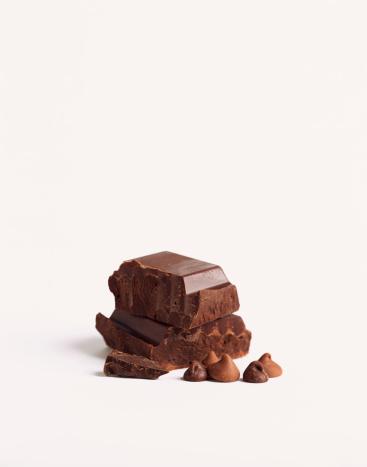 チョコレート「Chocolate pieces and chocolate chips」:スマホ壁紙(12)
