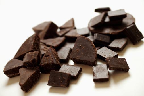 チョコレート「Chocolate pieces, close-up」:スマホ壁紙(19)