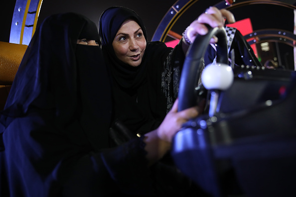 Driving「Saudi Women Prepare To Drive As Ban Nears End」:写真・画像(12)[壁紙.com]