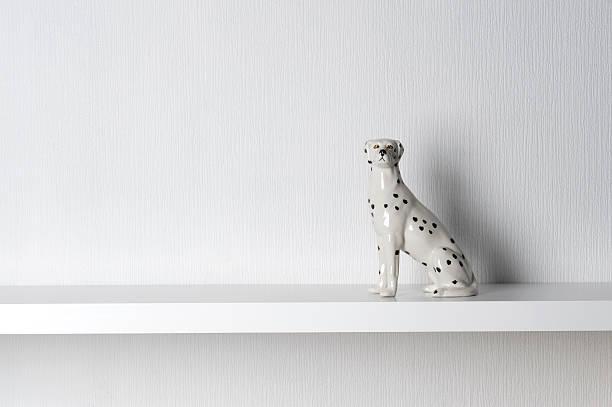 Porcelain Dalmatian Dog Sitting on Shelf:スマホ壁紙(壁紙.com)