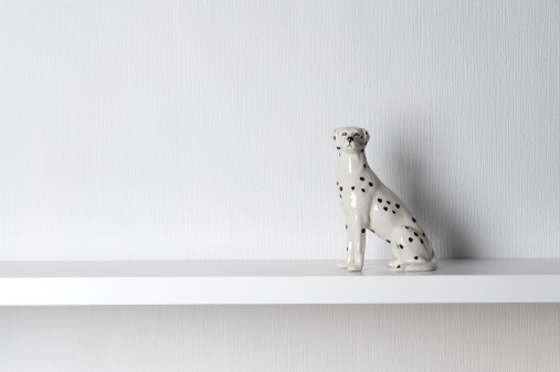 Knick Knack「Porcelain Dalmatian Dog Sitting on Shelf」:スマホ壁紙(2)