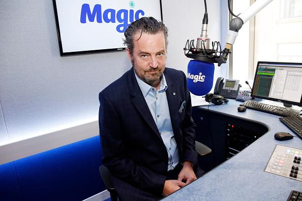 Magic Kingdom「Matthew Perry Visits Bauer Radio」:写真・画像(3)[壁紙.com]