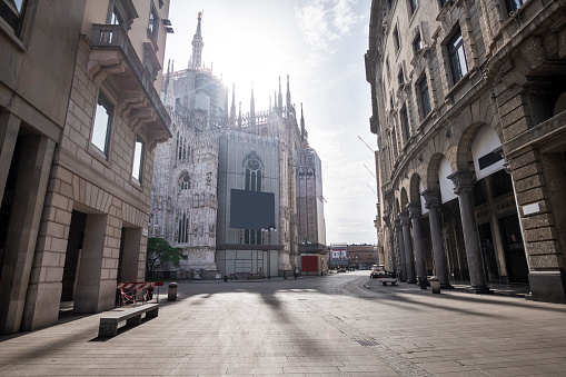 Piazza Del Duomo - Milan「Italy, Milan,CorsoVittorioEmanueleII street with Milan Cathedral in background during COVID-19 outbreak」:スマホ壁紙(18)
