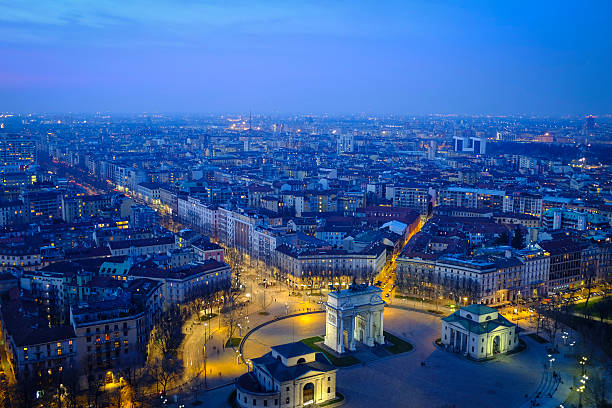 Italy, Milan, cityscape with Arco della Pace in the evening:スマホ壁紙(壁紙.com)