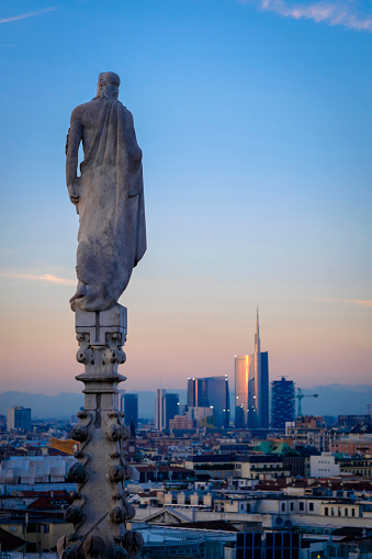 Milan「Italy, Milan, view from roof of the dome with statue to financial district with Uni Credit skyscraper」:スマホ壁紙(18)