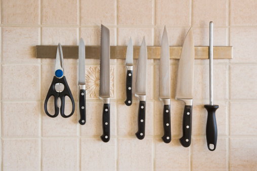 Rack「Kitchen knives magnetized on the backsplash」:スマホ壁紙(18)
