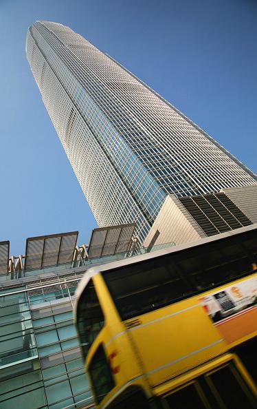 Skyscraper「Street scene with buses, Hong Kong, China」:写真・画像(3)[壁紙.com]